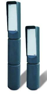 Säule mit übereinandergesetzten Elementen zur Verwendung als Schrank zur Halterung von Magnetkartenlesern, Münzautomaten, Vorrichtungen zum Anrufen und zur Video-Kommunikation